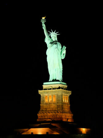 Hudson River Dinner Cruise in New York - Statue of Liberty