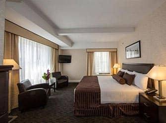 Edison Hotel in NYC - Bedroom