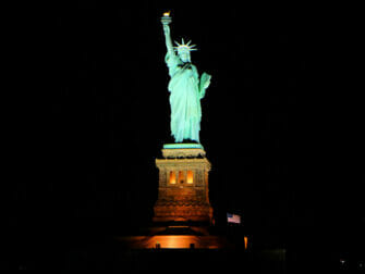 Bateaux dinner cruise in New York - Statue of Liberty