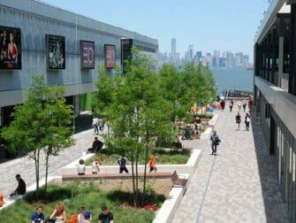 Empire Outlets New York City - Skyline view