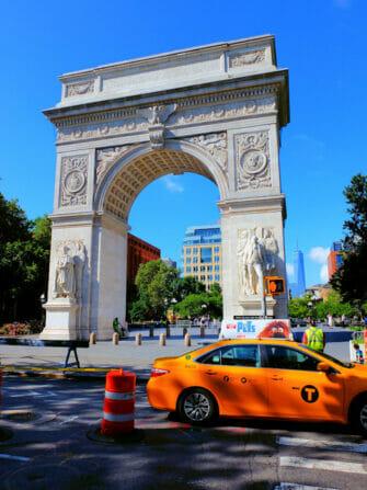 Manhattan Bike Tour in New York - Washington Square Park