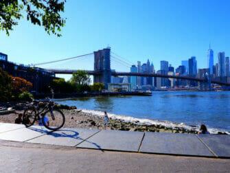 Renting a bike in New York Brooklyn Bridge
