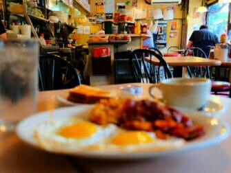 Breakfast in New York La Bonbonniere breakfast